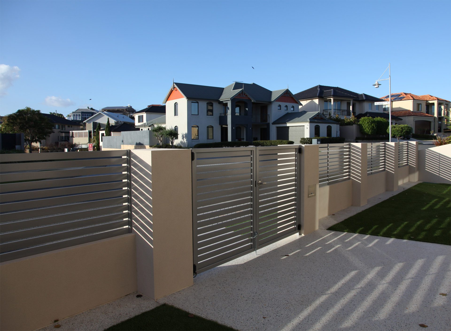 Gates and Automation with Aluminium Slat Fencing