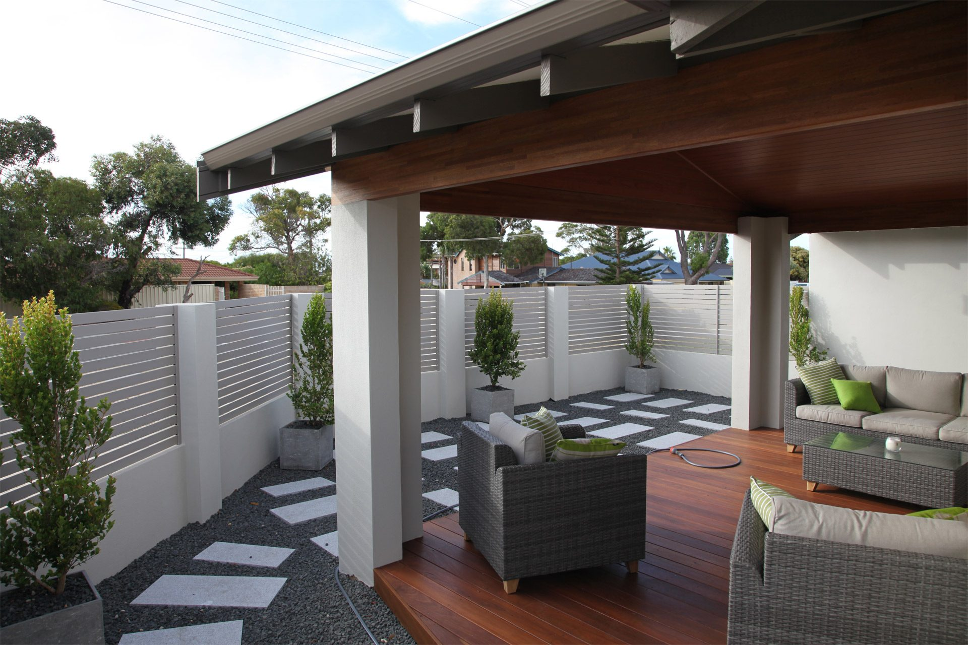 Modern Outdoor Area with Light Grey Aluminium Slats